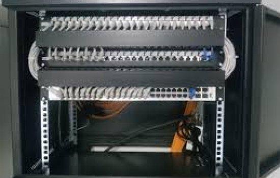 Сильные стороны настенного телекоммуникационного шкафа